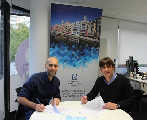 Conveni per crear la primera borsa de treball especialitzada en el sector de l'hostaleria a Girona - 0ebf4-Conveni-Asisgrup-Firma.jpg