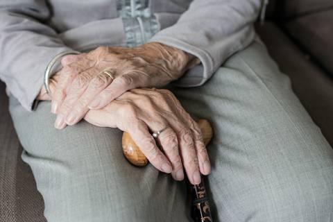 COVID-19: Protegir les persones grans - 7e5b8-tercera_edat_covid19.jpg