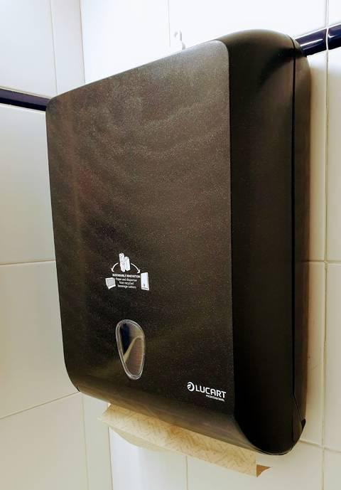 Subministrament de productes d'higiene amb el servei de neteja - 80de3-dispensador_paper_mans.jpeg